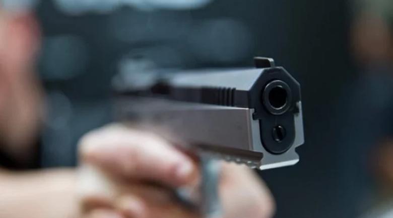 Мъж опря пистолет в слепоочието на наемателка заради силна музика
