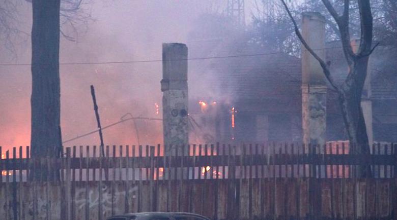 Пламъците погълнали психодиспансера в София за минути