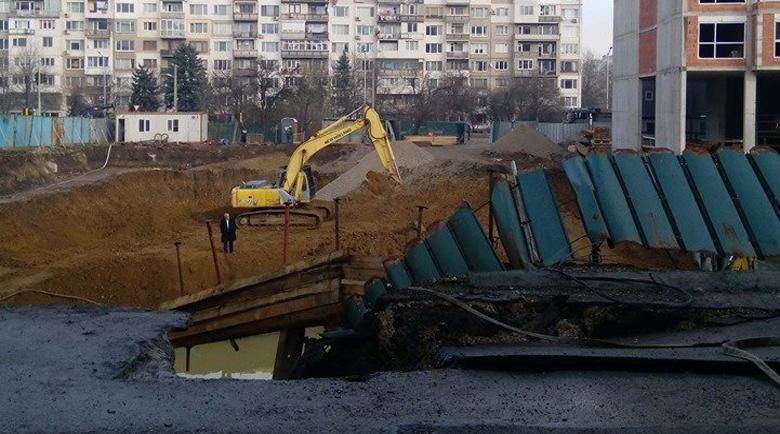 """Инвеститорът плаща срутената улица в """"Манастирски ливади"""""""