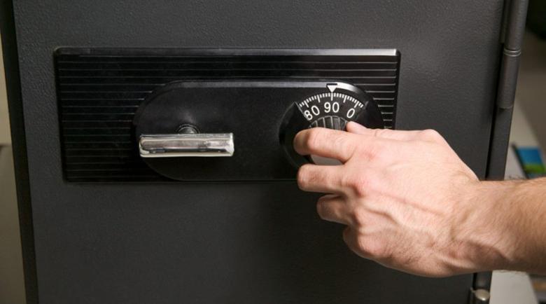 Апаши изнесоха сейф с над 20 бона от дома на софиянец