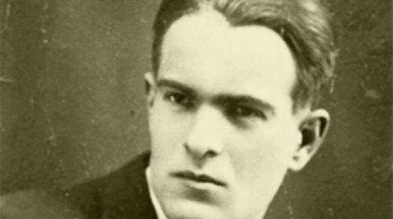 Откриха 3 неизвестни стихотворения и есе на Никола Вапцаров от затвора