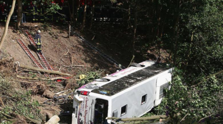 Най-малко 16 загинаха при автобусна катастрофа в Перу
