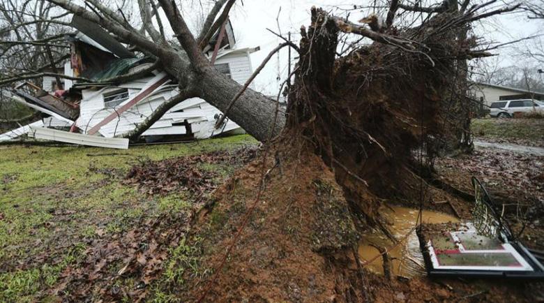 Смъртоносни бури вилнеят в САЩ, най-малко 11 загинали