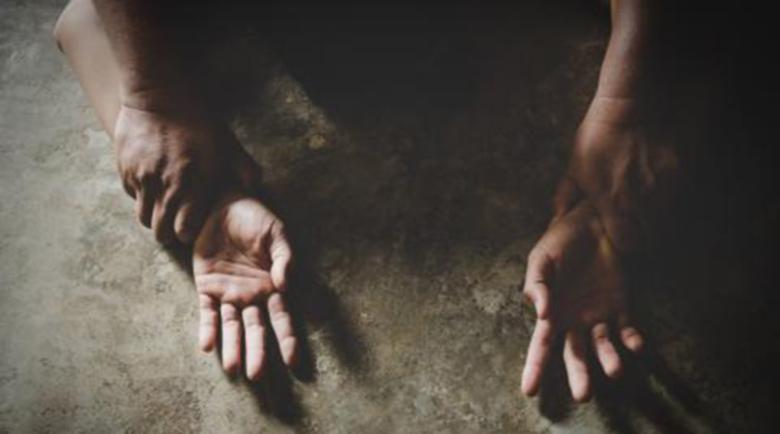 Бежанци изнасилиха групово туристка на Канарите, която им предложила помощ