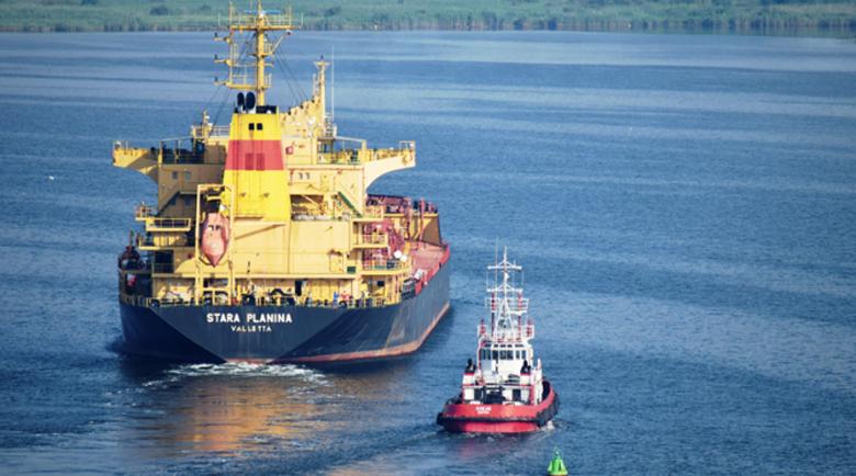 Издирват двама български моряци, паднали зад борда в Норвежко море