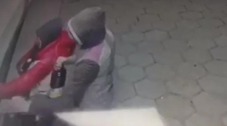 Собственик на денонощен магазин пропищя от нагли апаши