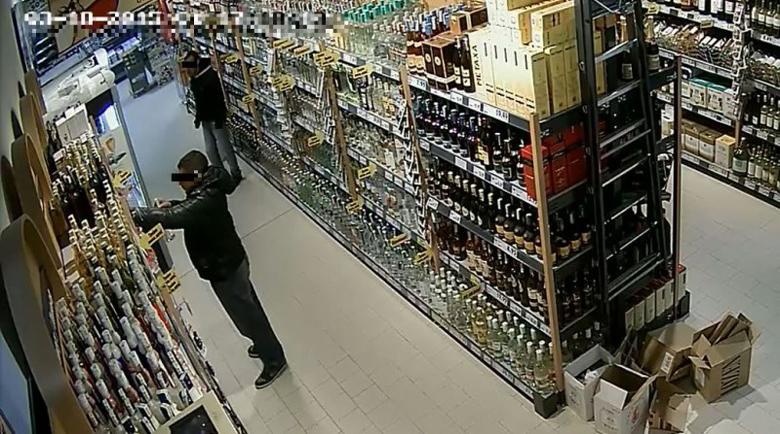 """""""Жаден"""" крадец опита да задигне бутилка уиски от магазин два пъти"""