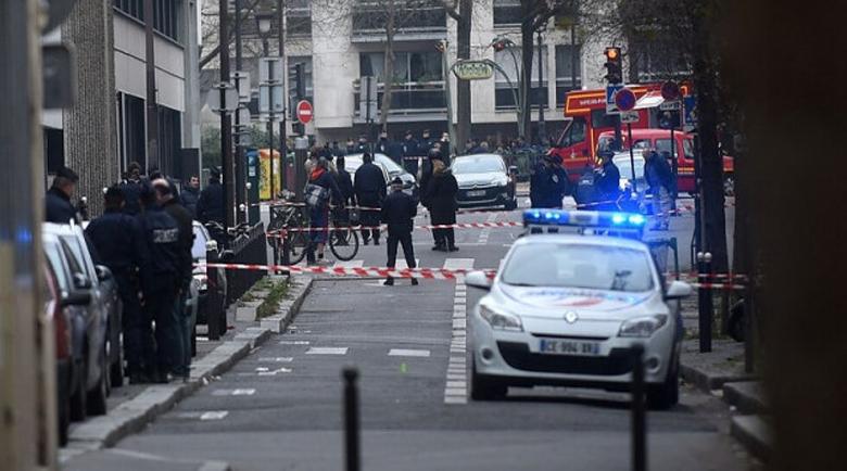 Кървава атака: Въоръжен с нож намушка няколко души в Париж