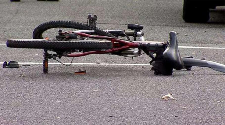 Рейс помете 73-годишен велосипедист, минал на червено