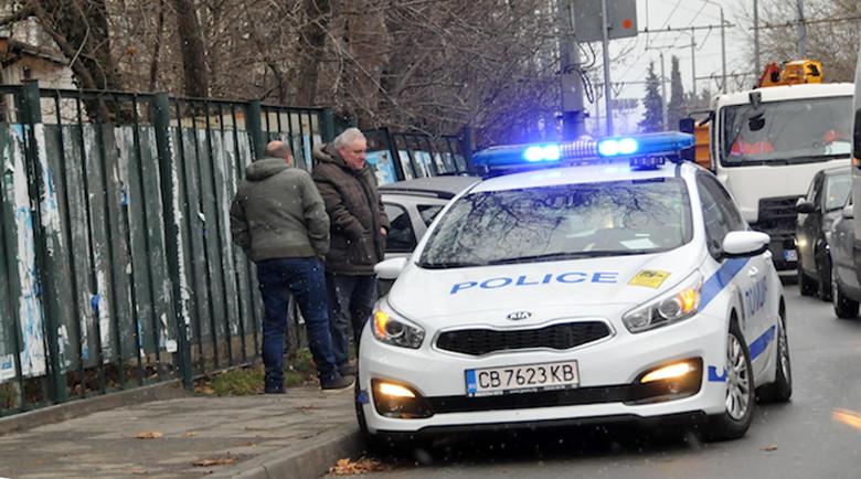 Кола катастрофира в крайпътна ограда на бургаски булевард