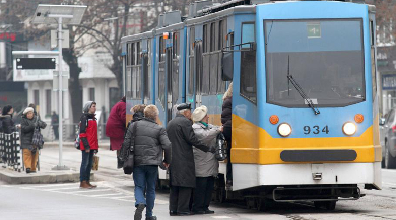 Жена пребита в трамвай №10 в София, направила забележка за цигара