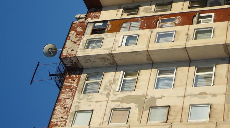 Мъж скочи от 6-ия етаж на блок в Пазарджик и загина