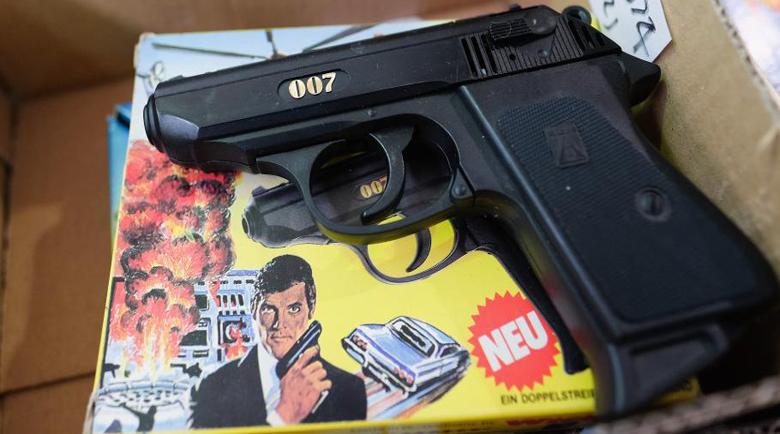 Откраднаха пистолетите на Джеймс Бонд