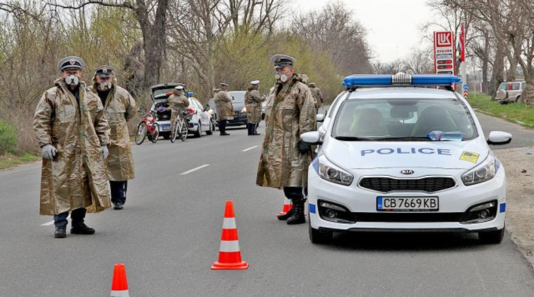 Полицаите по КПП-тата като на война, проверяват до дупка