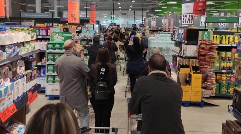 Психиатрите за презапасяването: Лудост е, май трябва да работим в супермаркетите