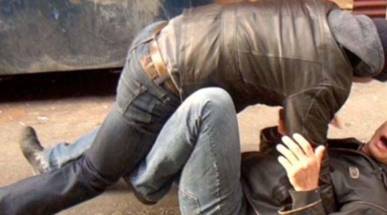 Двама съседи се биха във Велико Търново, потрошиха си и колите