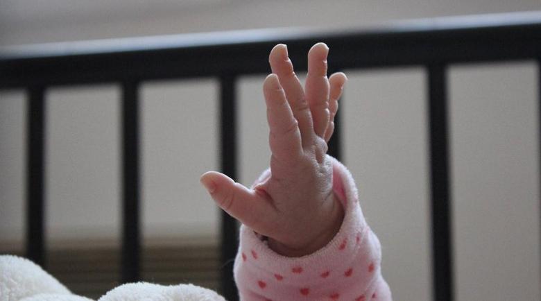 Най-малкият пациент: Изписаха бебето с коронавирус от Добрич