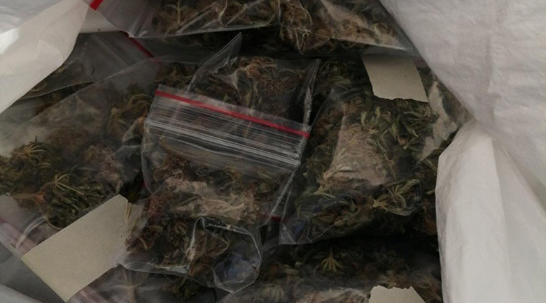 Хванаха 20-годишен с половин килограм трева