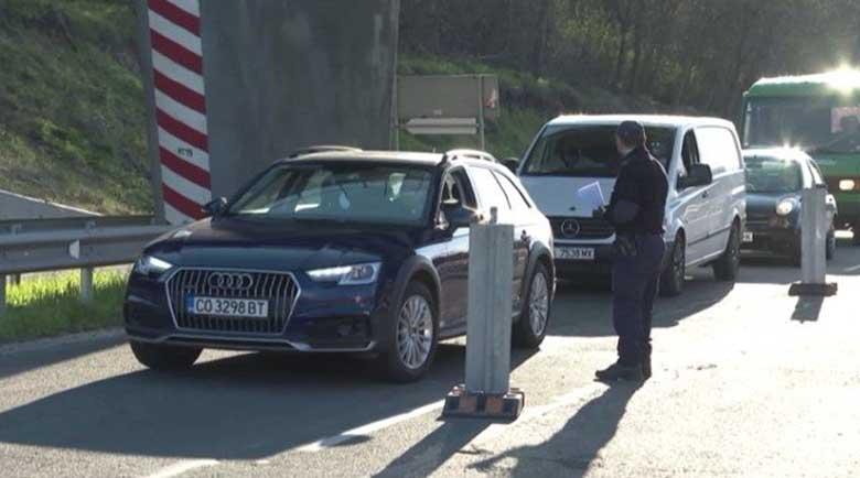 Километрични опашки и арестувани на входовете на София