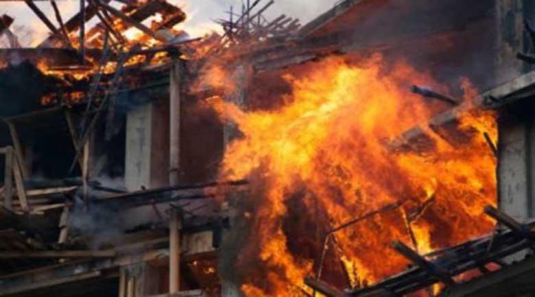Жена влезе в горяща къща, за да спаси неподвижния си баща