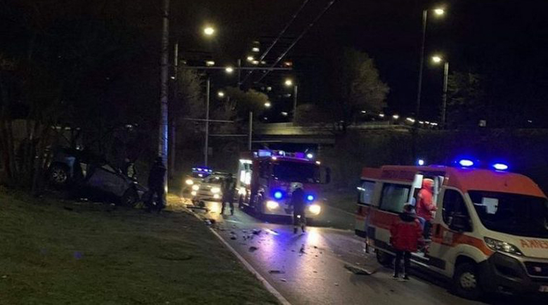 Зверска катастрофа във Варна, двигател на кола изхвърча
