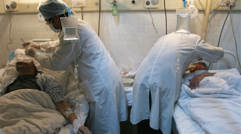 Китайски лекари с COVID-19 са се събудили от кома с потъмняла кожа