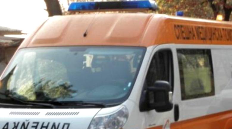 24-годишен удари колата си в линейка, лекарка е ранена