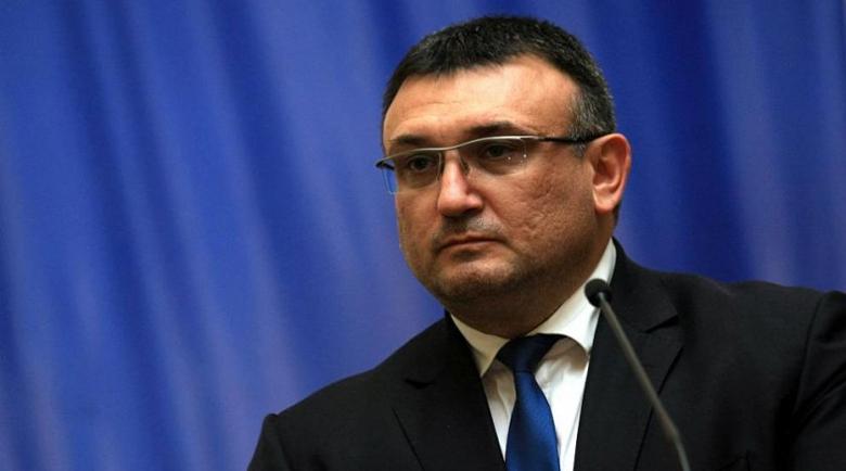 Уволнен дисциплинарно за документна измама полицай съди вътрешния министър