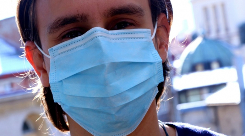 Нови правила: С маска и в аптеките, без шумни сватби до 30 юни