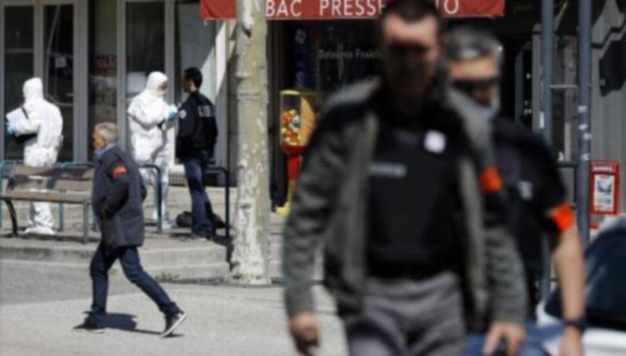 Терористът, убил двама вчера във Франция, бил озверял от изолацията