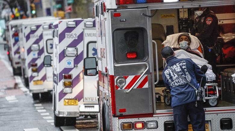 Жертвите в САЩ наближават 33 хиляди, нюйоркчани благодариха на медиците с Франк Синатра