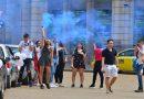 Абитуриенти извадиха димки в София, глобиха ги за неспазване на дистанция