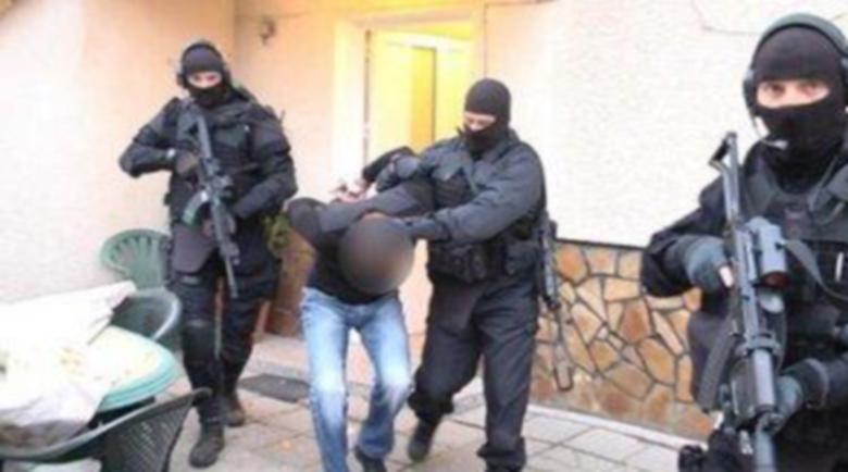 Арестуваха Бурата, кътал в чантичката си 70 грама марихуана