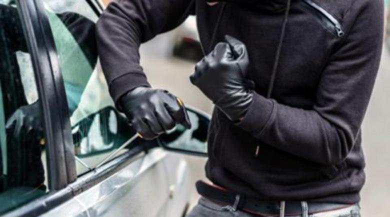 Автокрадец облепял пръстите си с тиксо, за да не оставя следи, ама го спипаха