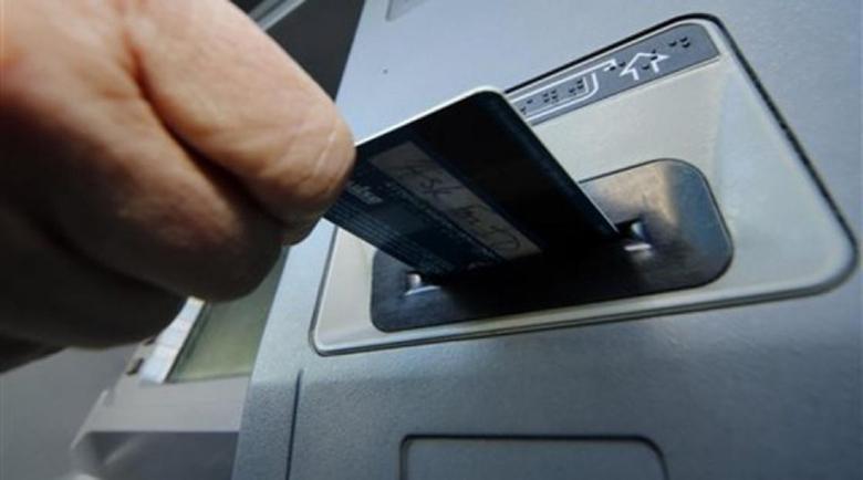 34-годишен хакна дебитни и кредитни карти и направи залози в сайт за 12 000 лв