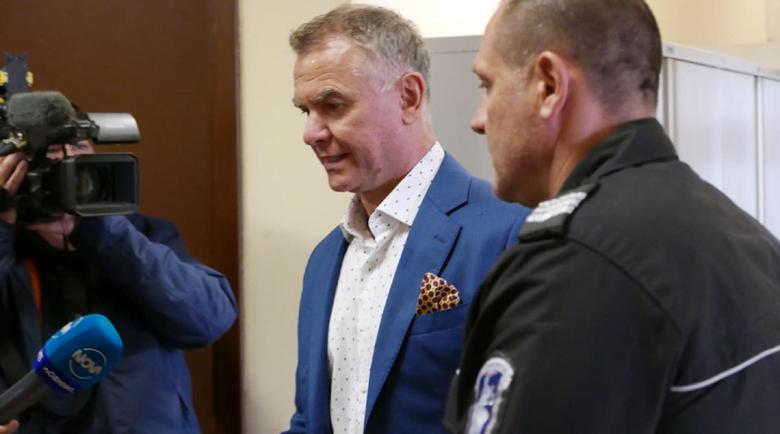 Решават дали Атанас Бобоков и ексминистърът на екологията остават в ареста