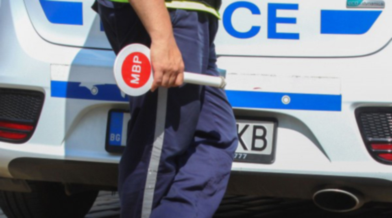 Моторист блъсна полицай в София при опит за проверка