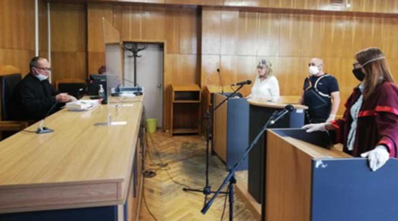 Македонката, потрошила бариерата на ГКПП-Гюешево, го загази
