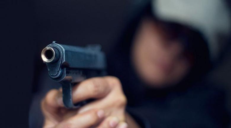 Екшън във Варна! Баща и син стрелят след скандал в казино