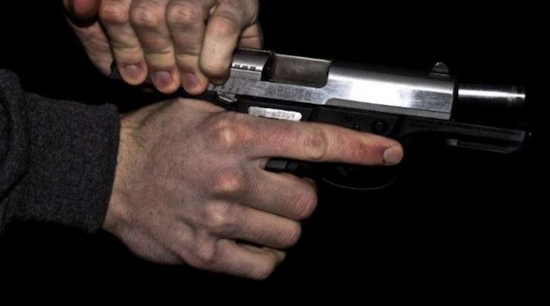Мъж заплаши с патлак случайна минувачка в Разградско