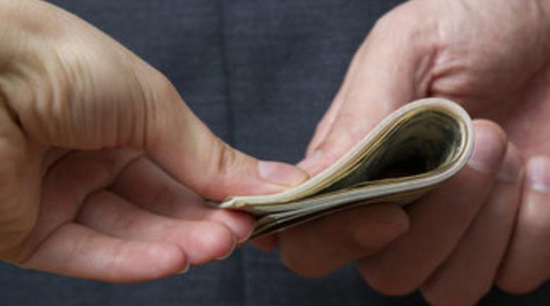 Арест за данъчния инспектор, искал подкуп от 10 000 лв. във Варна