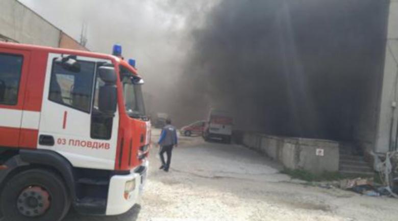 """Огромен пожар в """"Столипиново"""", вижда се от километри"""