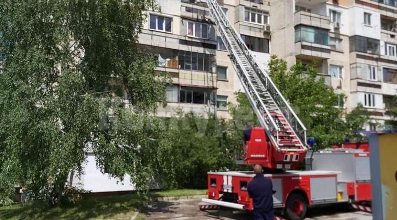 Пожарникари щурмуваха апартамент във Враца, откриха мъртва жена