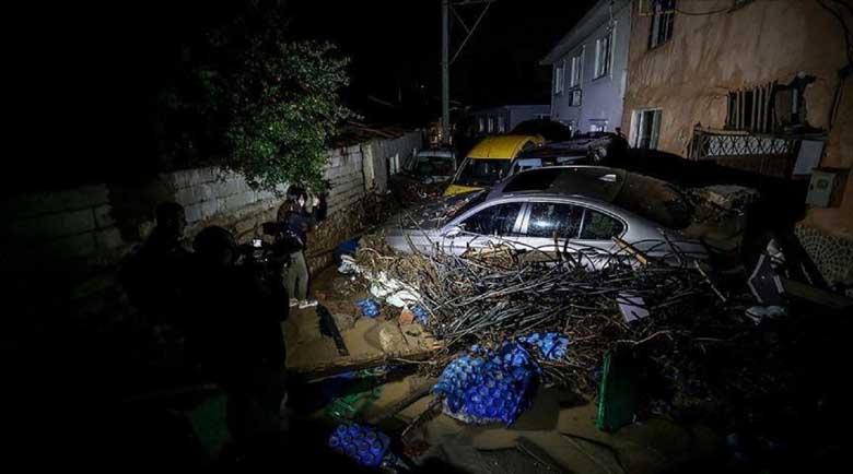 Наводнения отнеха живота на петима в Бурса