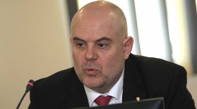 Гешев събира 700 прокурори в Бояна, чака ги протест