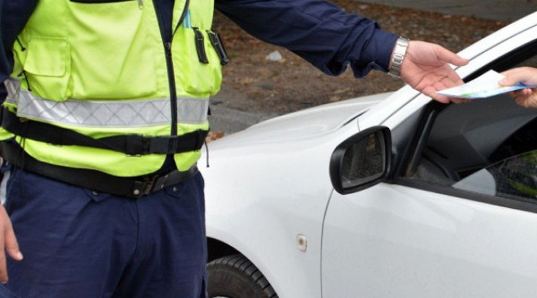 Пловдивчанин с БМВ изкърти дрегера на булевард