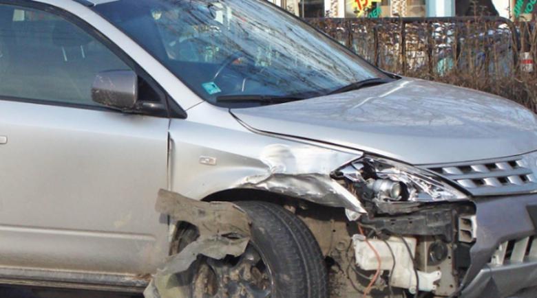 Излетя от пътя, свали номерата на колата и избяга, зарязвайки ранен пътник