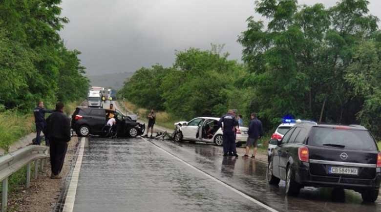Челен удар затвори пътя край Беледие хан, петима са в болница