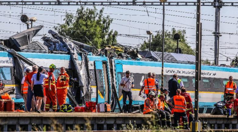 Катастрофа между влак и автобус близо да Прага