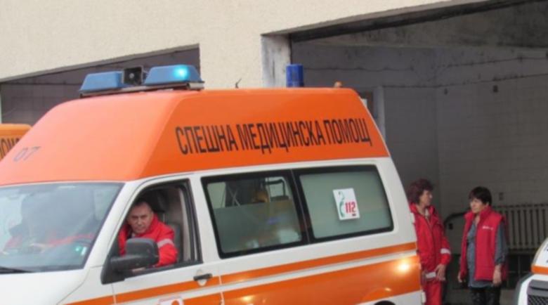 Четирима с бясна скорост пострадаха при катастрофа с тир в Хасково